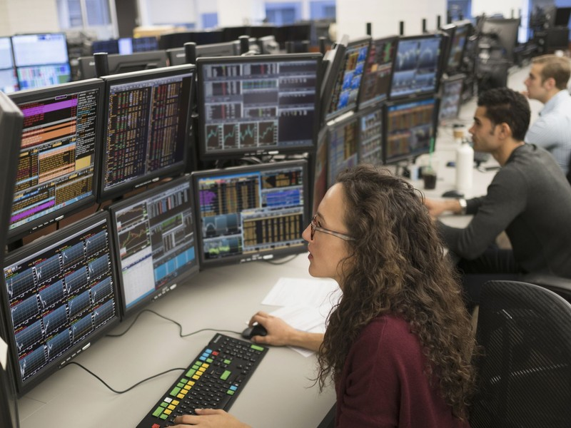 Professional Tips for Developing a Strong Trading Career
